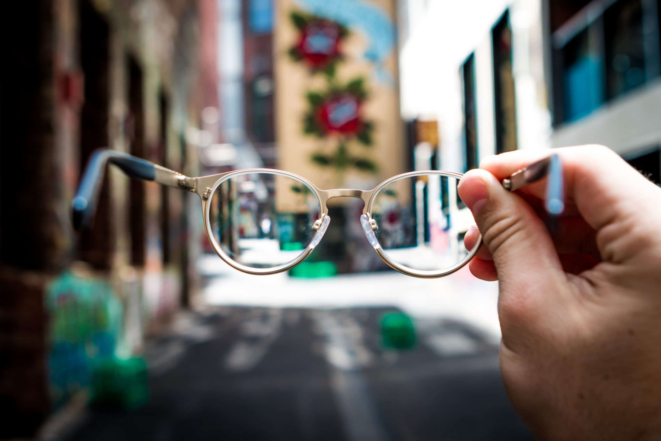 Cuando miramos desde los celos la visión se distorsiona